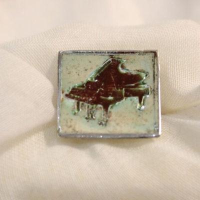 Piano cufflink singular