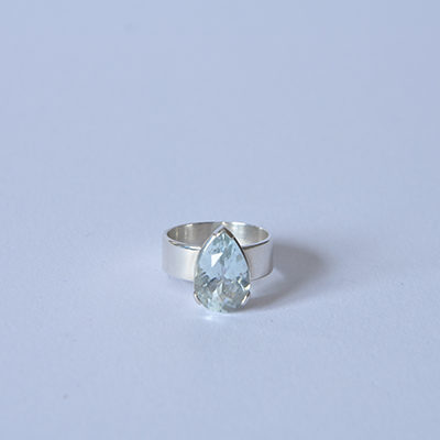 Single Stone Pear Shaped Diamond in 18ct White Gold ring