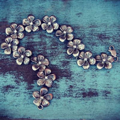 bracelet-1198737_1920
