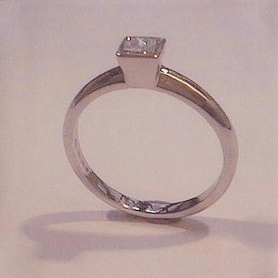 single-stone-0-48ct-princess-cut-diamond-set-in-platinum_0